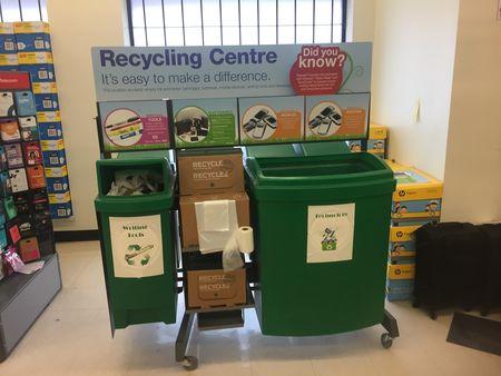 Staples/Bureau en Gros donne l'exemple d'un programme efficace de recyclage en succursale pour les clients